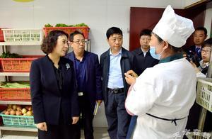 王燕副市长检查校园食品安全工作