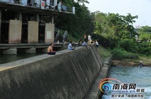 游泳垂钓洗被单……嘉积水电站大坝很热闹 10多处警示牌形同虚设