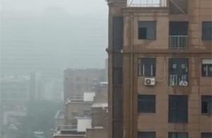 河南高中生楼顶不慎坠亡。