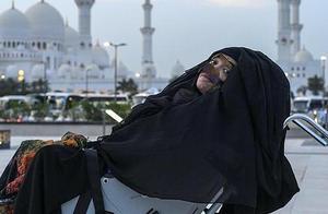 阿联酋一女子车祸后昏迷27年 被儿子吵架声唤醒