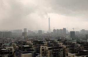 广州天气大变脸,黑云压城暴风雨秒变晴空万里,网友:实力上热搜
