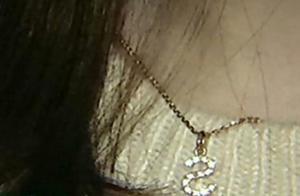 女子去店里做脸,发现钻石吊坠不见了,店员:我觉得尴尬