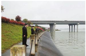非法采砂致使防洪堤开裂100米 被告人一审获刑