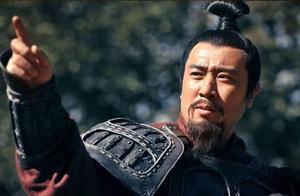 诸葛亮去世后,杨仪和魏延发生内讧,为什么大臣们都偏向杨仪