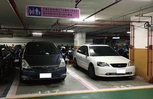 在地下停车场停车,不要找这4种车位,不然车容易出故障!