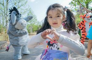 小童星阿拉蕾出名后片约不断 常因不能度假而哭泣