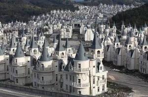 """一栋350万!迪斯尼童话王国变""""鬼村""""!百座城堡烂尾荒山中"""