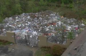 小區垃圾傾倒點,裝修垃圾堆成山!一年多沒人管,住戶住著鬧心!物業不管嗎?