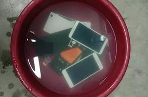 山阳学生刚买的手机被扔进水盆