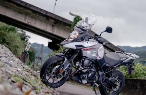 城市、田野、山路通吃,铃木V-Storm 1000多功能摩托车试驾