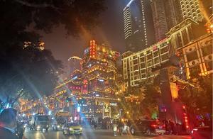 重庆洪崖洞旅游攻略(附近轻轨+最佳观看时间+图片)