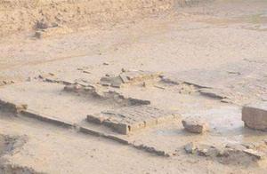 老农:我家旁边的地寸草不生,考古队赶忙挖掘,发现吕布丧命之处