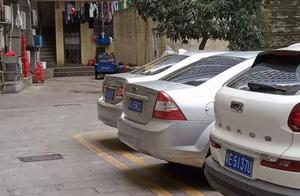 把小孩拖行10多米!广州一停车场内轿车惹祸,司机当时根本没看到!