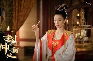 """谁说王丽坤是最丑""""苏妲己""""?只换款短发年轻10岁,颜值高又气质"""