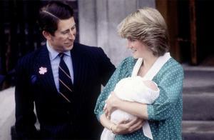 37年前,戴安娜靠剖腹产生下威廉,拍照时一只脚往前放都很艰难!
