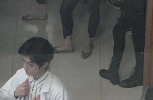 """鹿晗新剧路透曝光,穿白大褂戴眼镜,一副""""斯文败类""""造型"""