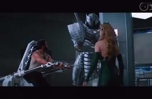 金刚狼被敌人困住, 面对钢铁武士不敌, 钢爪被砍断
