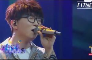 毛不易演唱《小王》,歌里充满故事唱得人同感受,深刻打动粉丝心