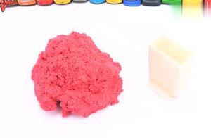 幼儿益智早教玩具,挂车运来彩色太空沙,用模具制作玩偶