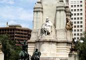 实拍:马德里西班牙广场上的美女们(图)