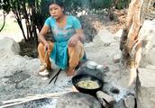 尼泊尔旅游女主持