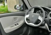 三部iphoneX就可以买一部车,3万块的夏利N5内饰欣赏大爱方向盘