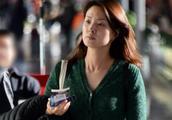 40岁央视主播刘芳菲素颜外出,妆前妆后差距不是一般大啊