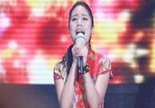 09快乐女声全国总决赛季军黄英一曲《映山红》好听至极,百听不厌