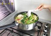 菠菜收货的季节,农村大妈自制捆菠菜神器,开挂捆菠菜!菠菜酱汤
