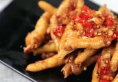 超级好吃简单的蒜香酱油鸡脚怎么做