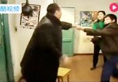 《马大帅》最过瘾一段,赵本山跟牛二打架掀桌子太痛快,看了5遍