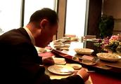 王健林在万达餐厅吃饺子,却说:吃饭经常是自己一个人,显孤独