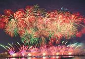 长沙人这样过元旦:数十万群众围坐湘江看橘子洲最盛大烟花表演