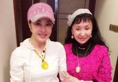 刘晓庆打扮粉嫩秀琥珀蜜蜡