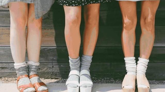 白衣服配黑色鞋子好看吗