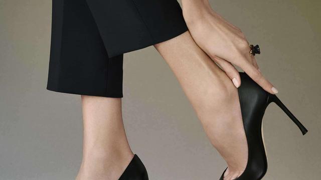 为什么穿高跟鞋穿多了,小脚趾头的肉都变形了呢?