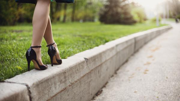 高个子女人为什么都喜欢穿高跟鞋,而且都是