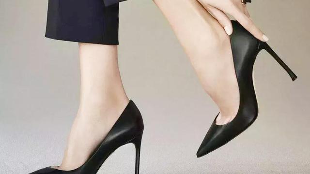 怎么用ps做出鞋子的投影?