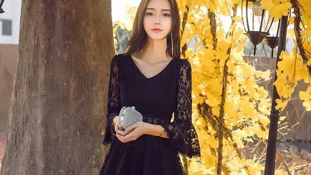 黑色蕾丝连衣裙应该怎么搭配?