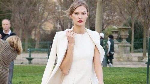白色连衣裙配什么外套好看?