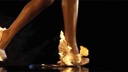 高跟鞋穿久了对女生的腿真有不好的影响吗,会改变腿形吗
