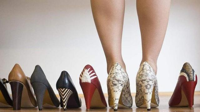 高跟鞋不跟脚怎么办,我前脚掌加了半垫,鞋后面贴了个厚的后跟帖