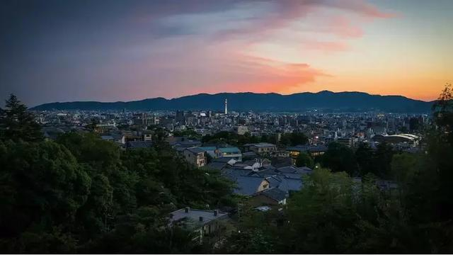 日本泡沫经济崩溃的原因和崩溃后有哪些影响
