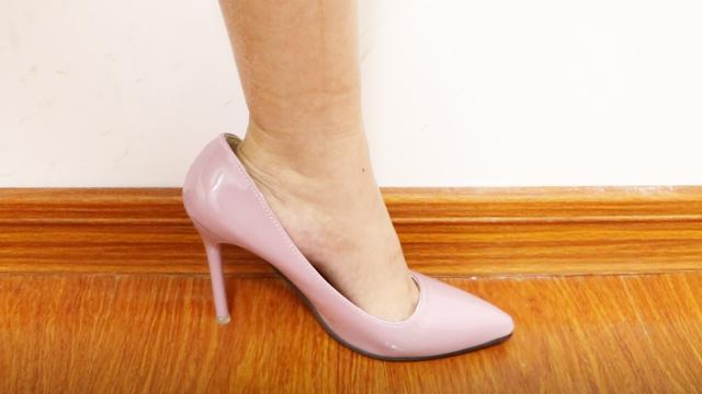 女生穿高跟鞋都是臭脚吗?女生答