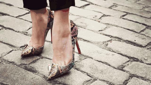 高跟鞋虐 怎么用高跟鞋虐脚