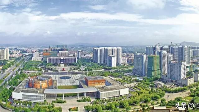 广西容县房价大概多少一个平方,买一套三房一厅,首付是多少