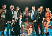 邹市明获世界拳击理事会最高成就奖 冉莹颖两儿子全程陪同祝贺