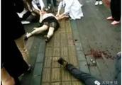 大同男子闹市砍人 手持菜刀砍伤9人场面血腥残忍