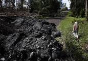 夏威夷火山持续喷发,水一旦倒灌将是更大规模喷射,当地居民痛苦