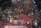 马克龙要砸饭碗,法国20万人大罢工